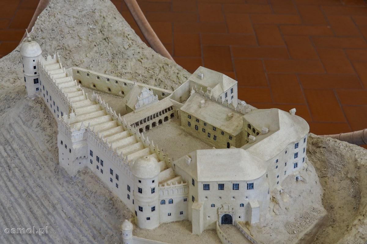 Makieta zamku w Janowcu