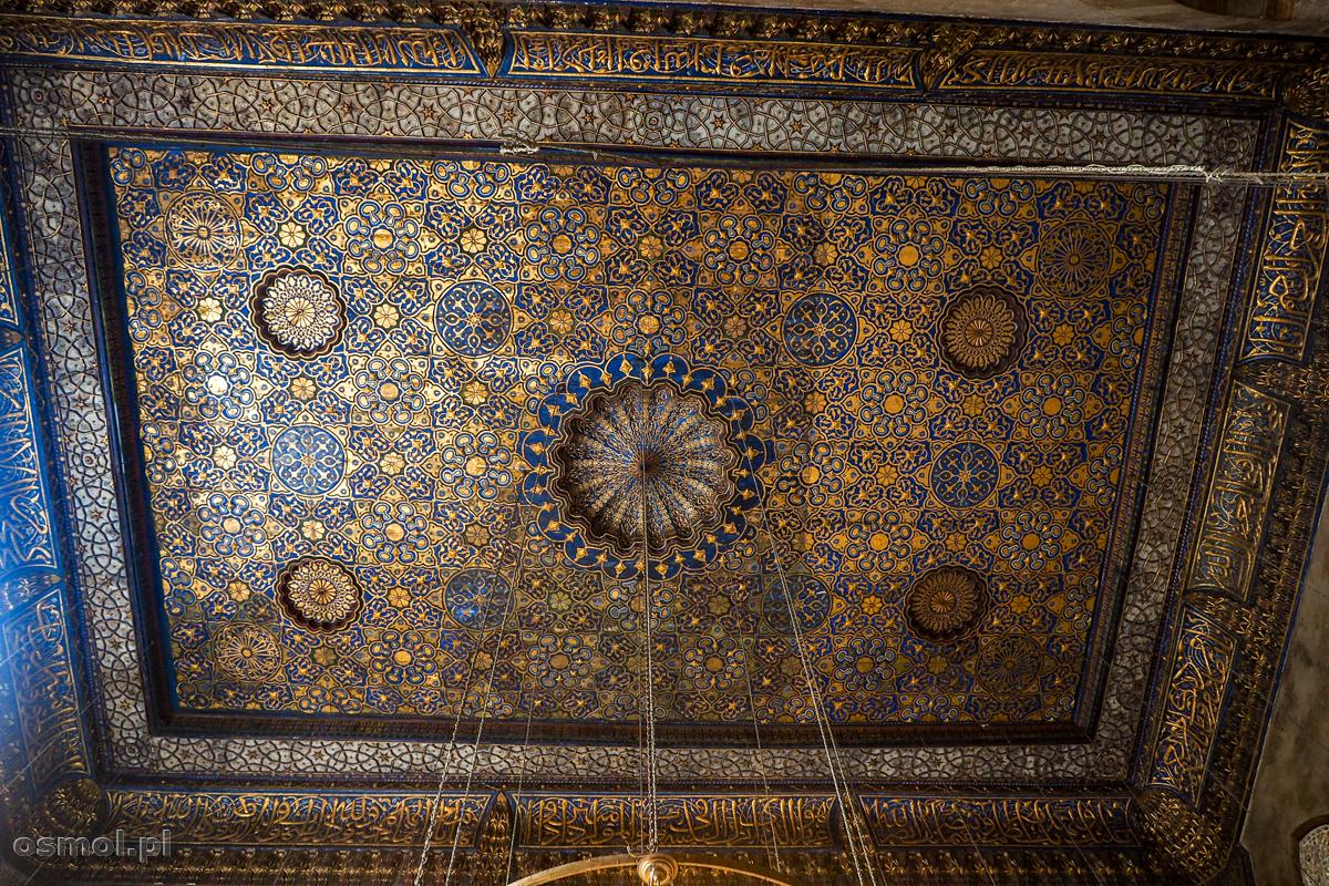Ozdobny sufit w jednej z medres w Kairze