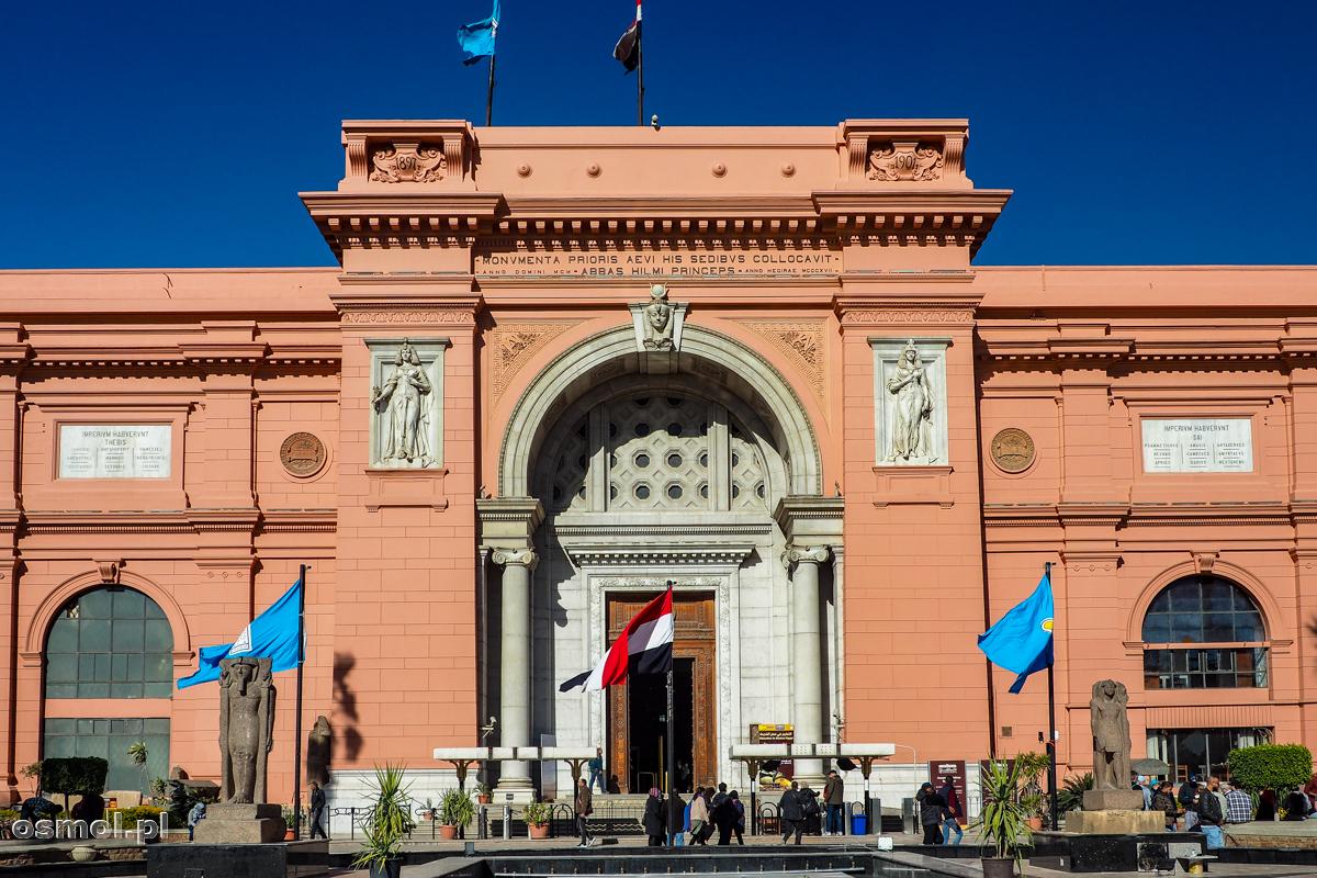 Fasada starego Muzeum Egipskiego w Kairze