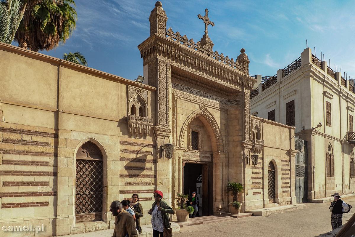 Wejście na dziedziniec przed Podwieszanym Kościołem w Kairze