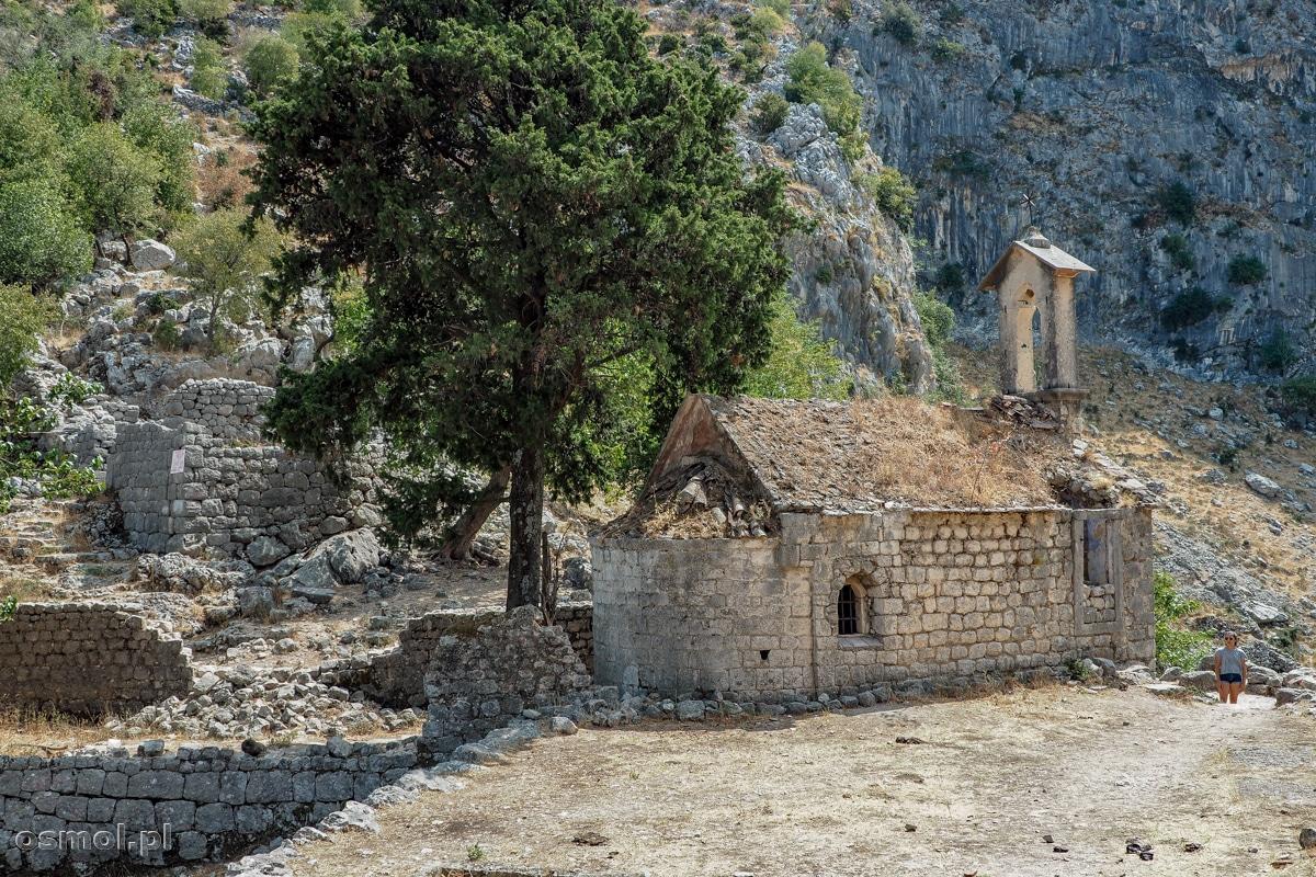 Stary kościółek poniżej twierdzy św. Jana w Kotorze