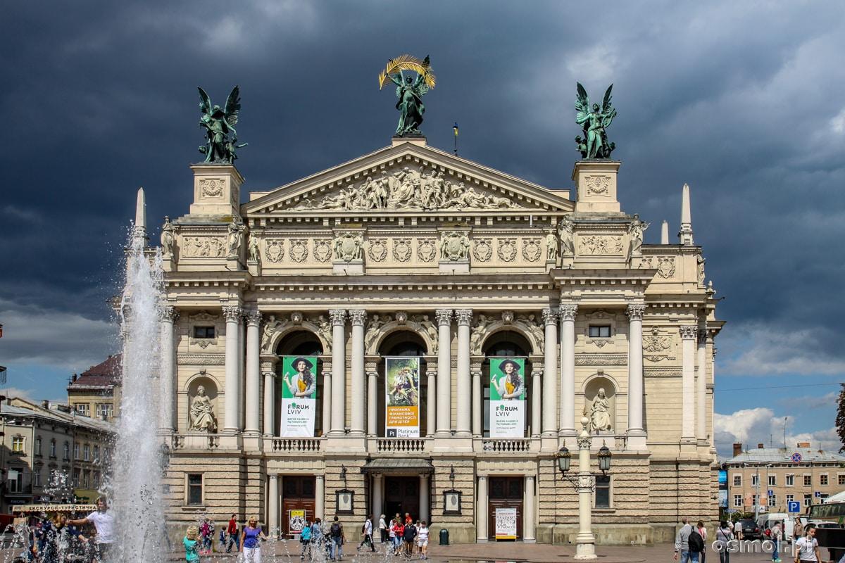 Opera lwowska - najbardziej znany budynek we Lwowie, można śmiało powiedzieć, że to symbol miasta.