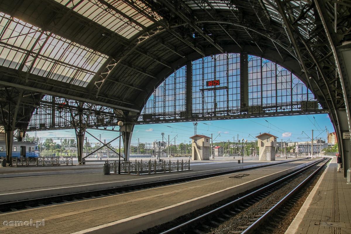 Perony dworca kolejowego we Lwowie