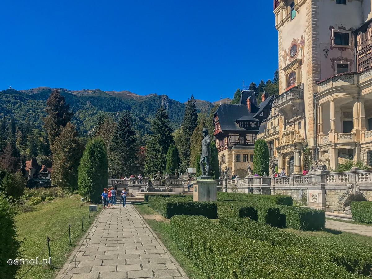 Ogród przez Pałacem Peles