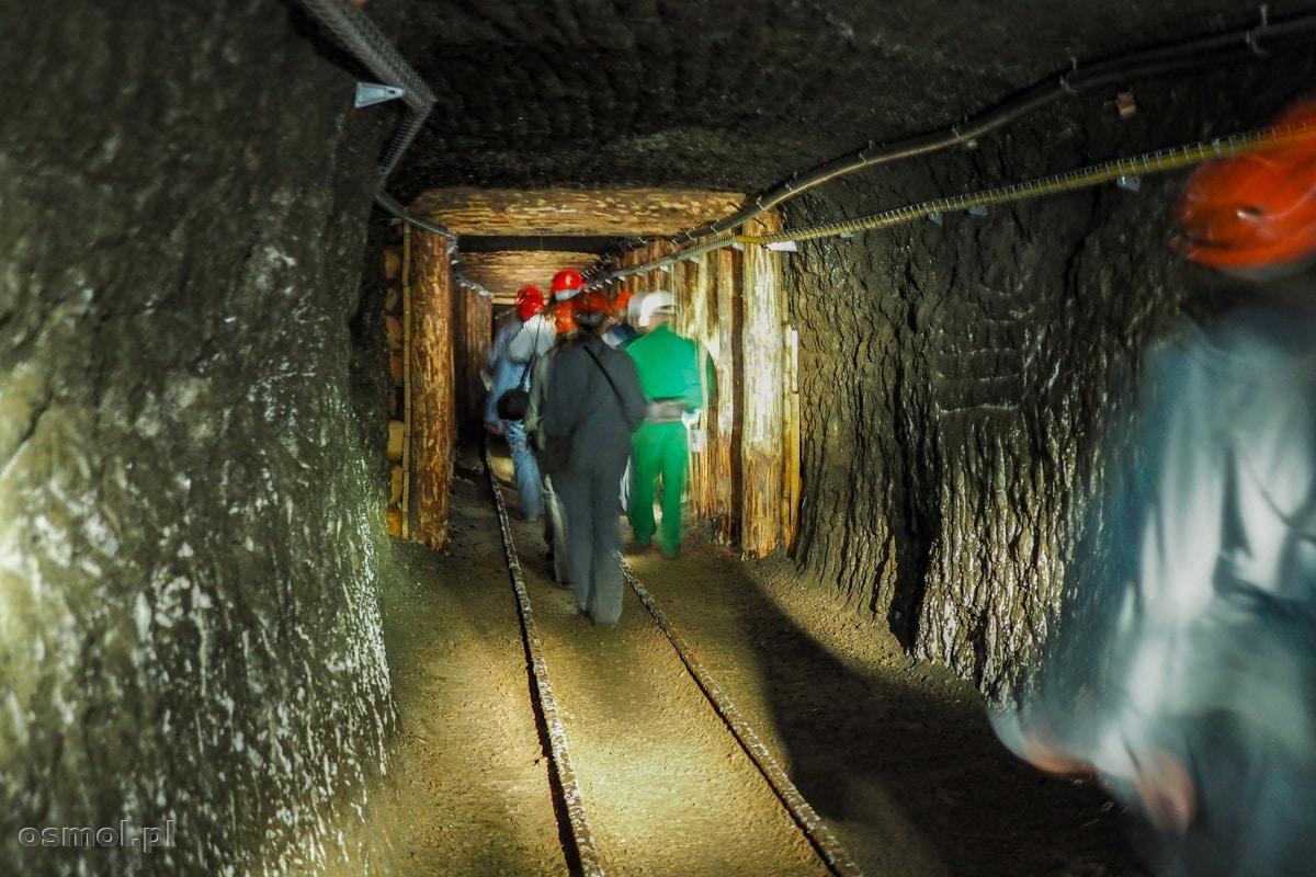 Korytarz wydrążony w soli w kopalni soli w Wieliczce