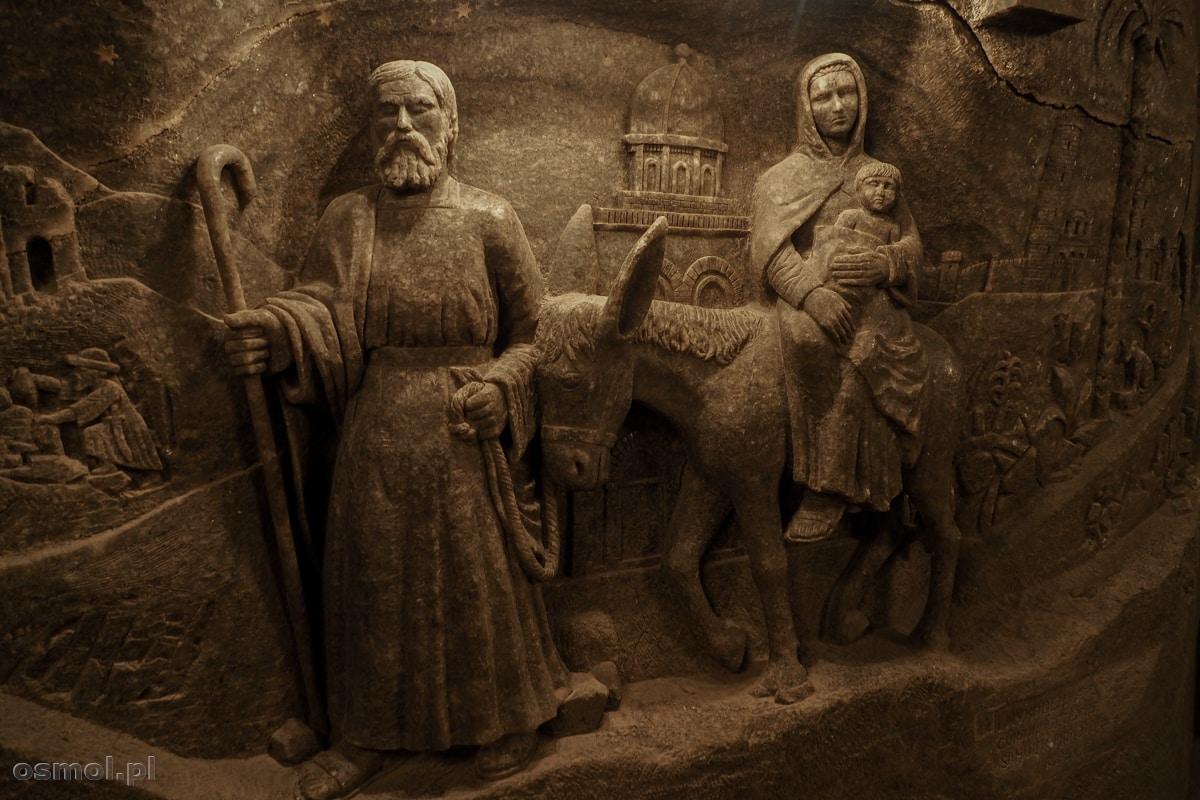 Płaskorzeźba w kaplicy. Na szczęście święta rodzina uciekała na osiołku, który umiał chodzić