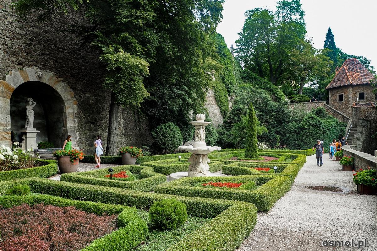 Ogród zamkowy w Książu