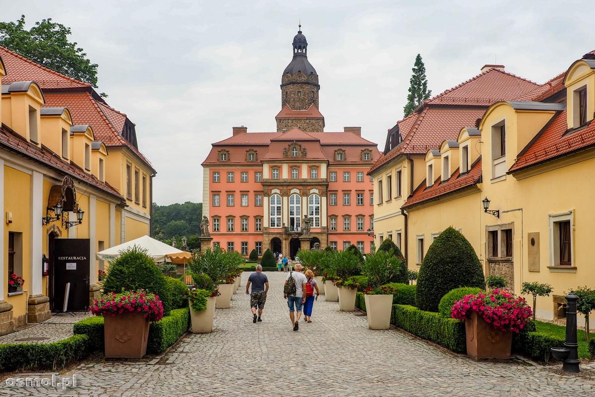 Widok na zamek Książ z przedzamcza