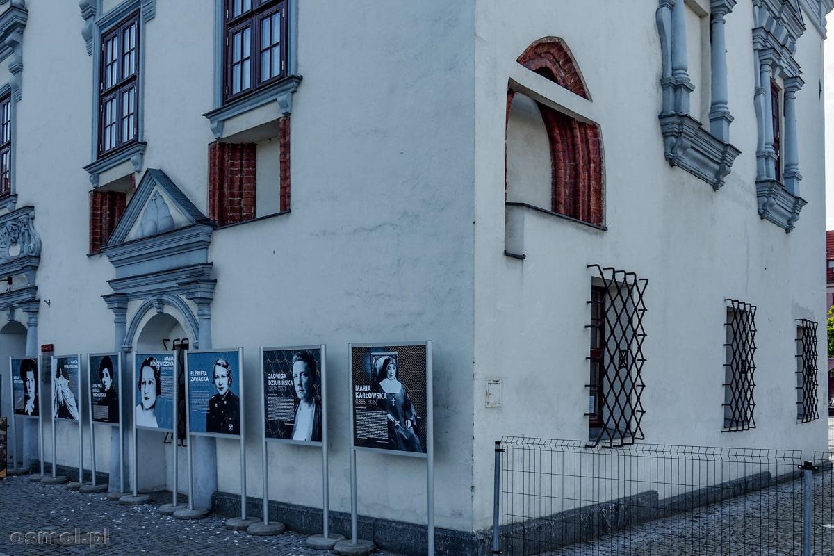 Odsłonięte przeróbki powstałe przy przebudowie ratusza w Chełmnie