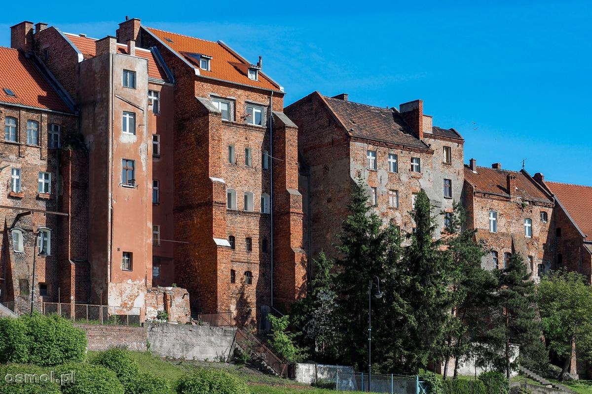 Część dawnych spichlerzy została zaadaptowana na domy mieszkalne