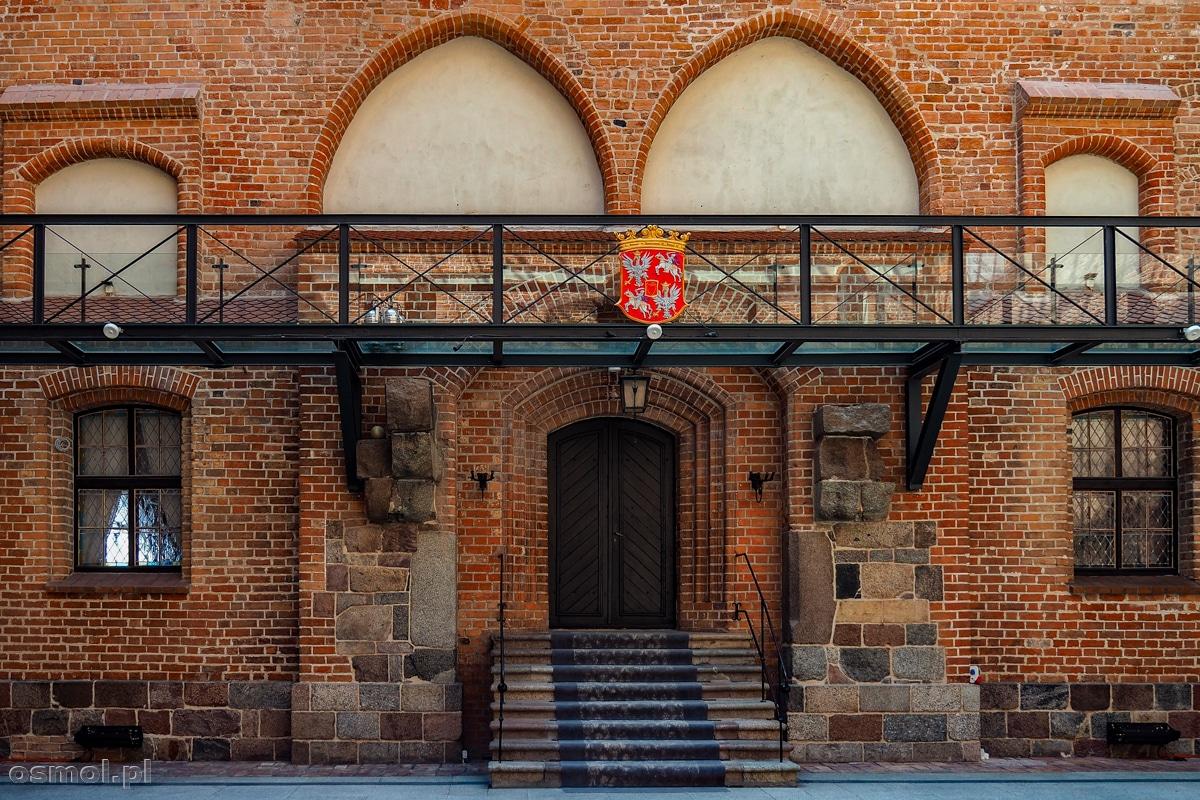 Szklana galeria umieszczona na wysokości dawnego poziomu zamku w Gniewie