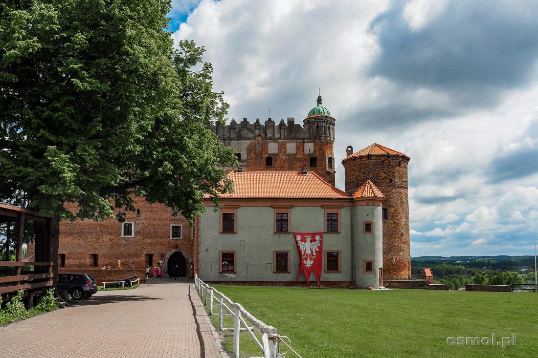 Droga do bramy wjazdowej zamku w Golubiu Dobrzyniu