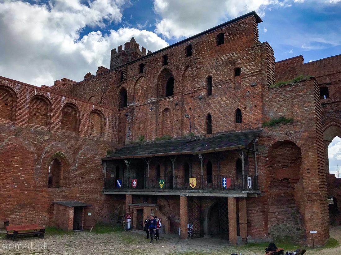 Widok na ocalałe z rozbiórki skrzydło zamku w Radzyniu