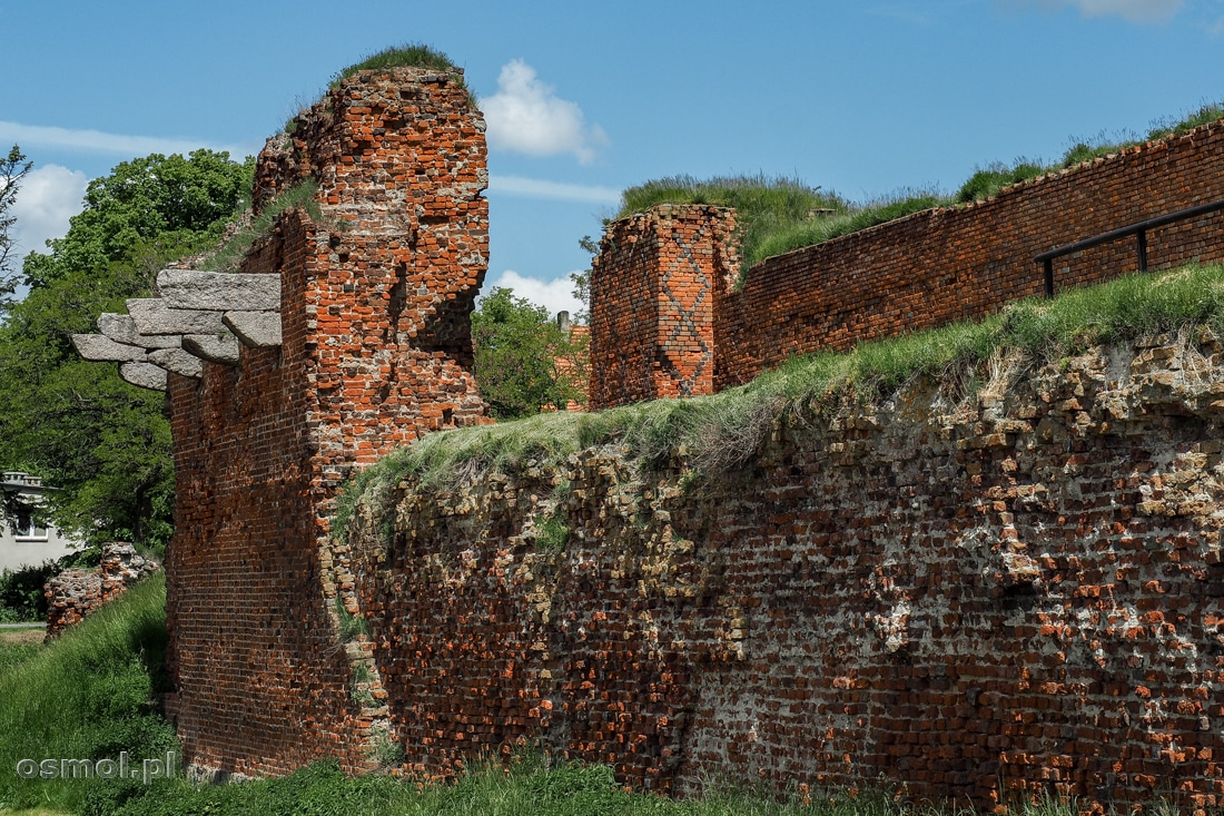 Zewnętrzne mury zamkowe