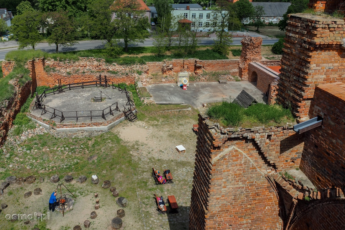 Z wieży najlepiej widać, jak potężny był kiedyś zamek w Radzyniu Chełmińskim i ile zostało rozebrane