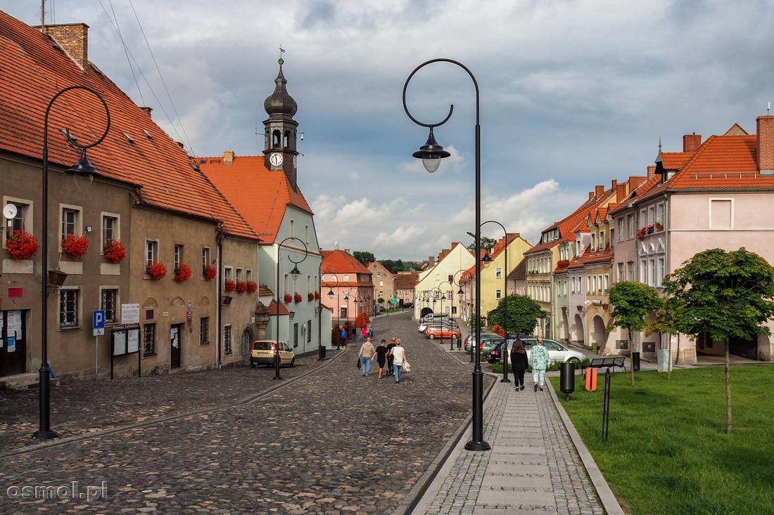 Widok na Lubomierz. W oddali rynek miasta