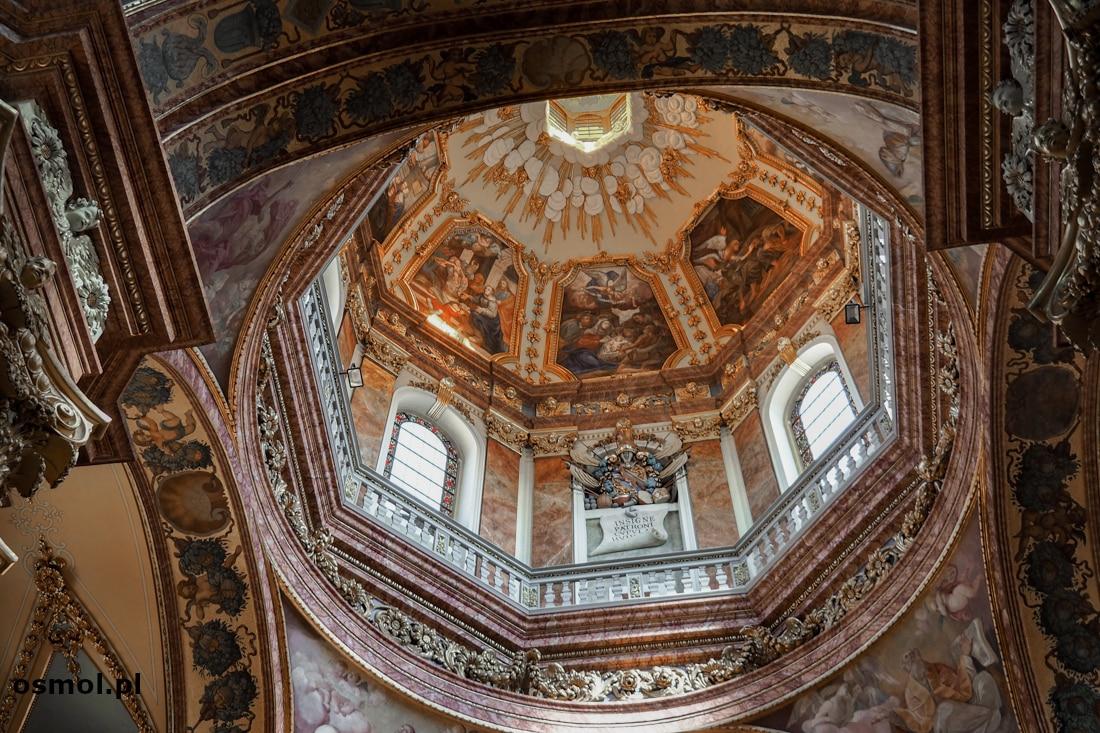 Barokowe sklepienie kościoła św. Michała w Ołomuńcu jest bajkowo piękne