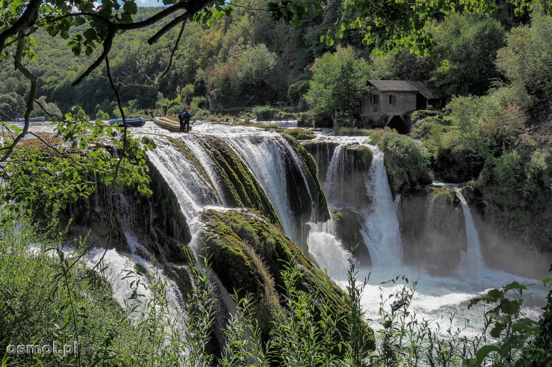 Wodospad  Štrbački buk mierzy 24,5 metra wysokości. Pontony podczas raftingu są z niego zrzucane